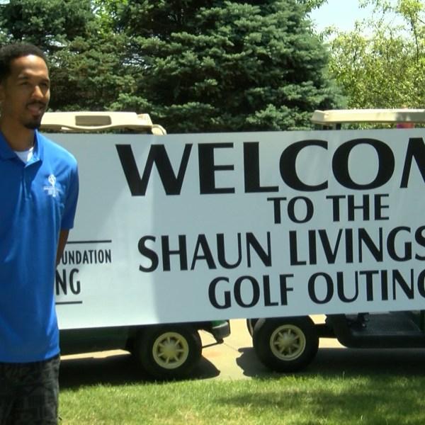 Shaun Livingston (golf outing sign)_1468108352471.jpg