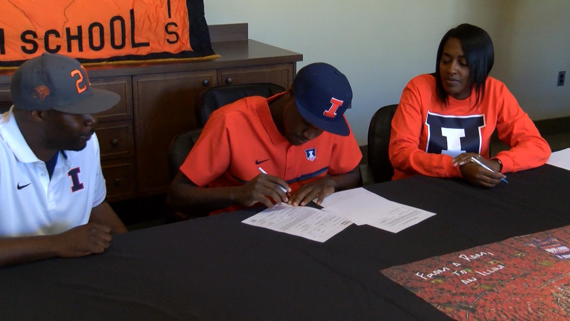 Da'Monte Williams signs NLI_1478827828991.jpg