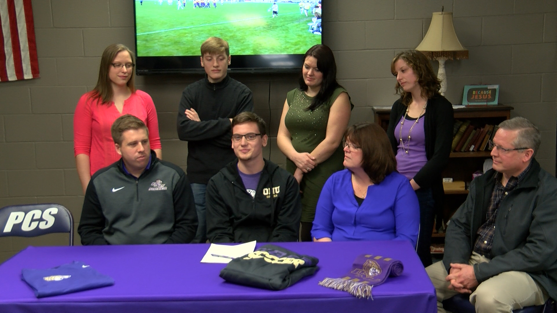 Jon Wuebben signs with Olivet_1488253169733.jpg