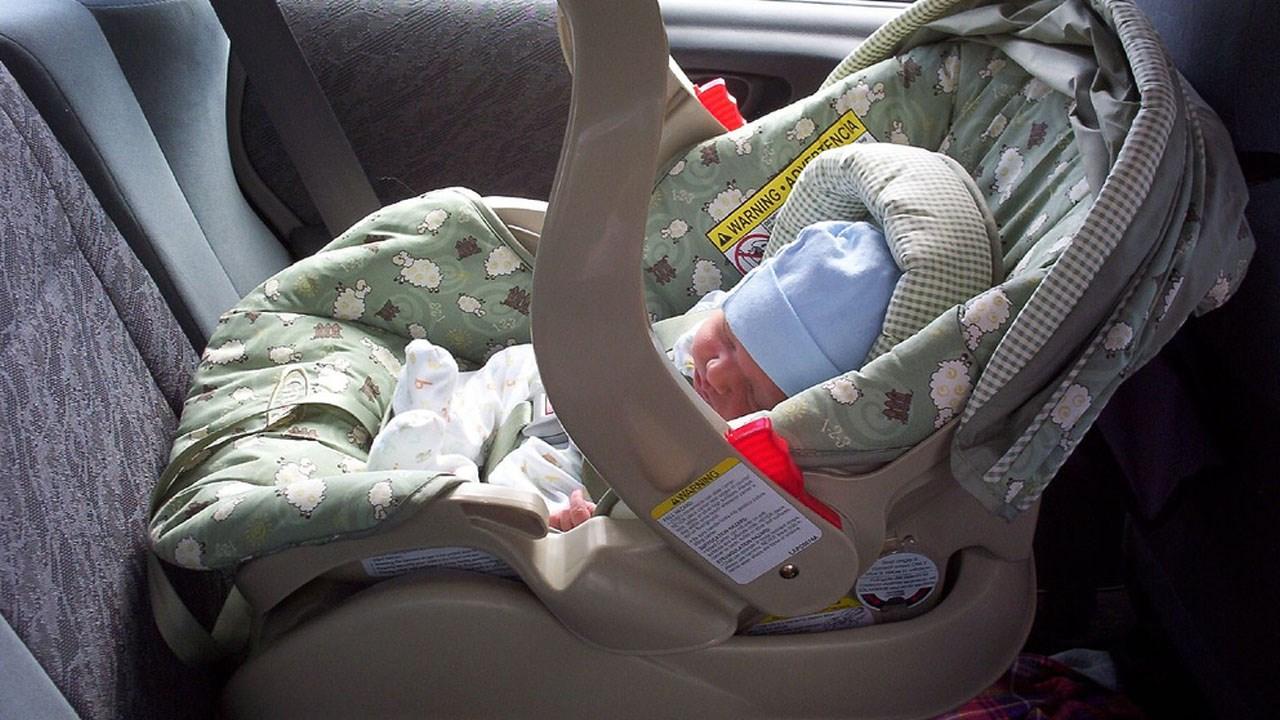 GENERIC BABY IN CAR SEAT_1490657460904.jpg