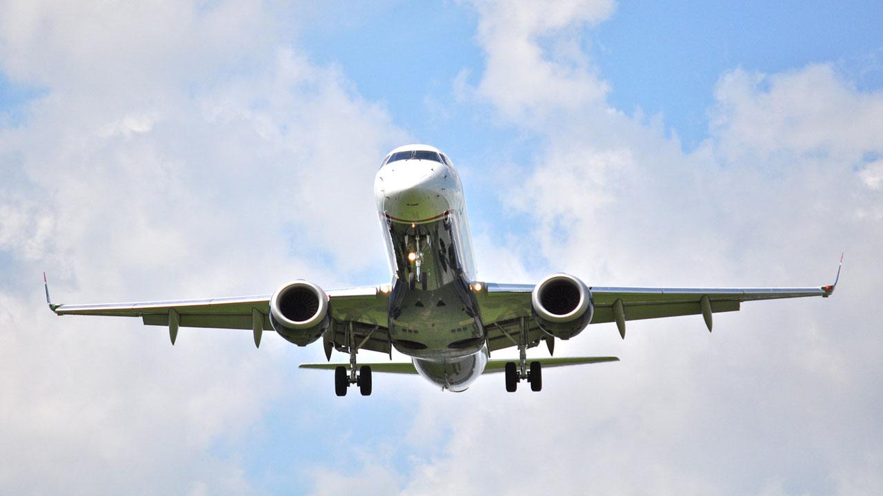 airplane landing69230060-159532