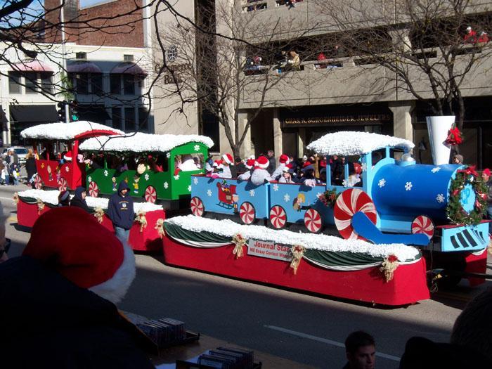 Peoria-Santa-Claus-Parade-2014_1510872907856.jpg