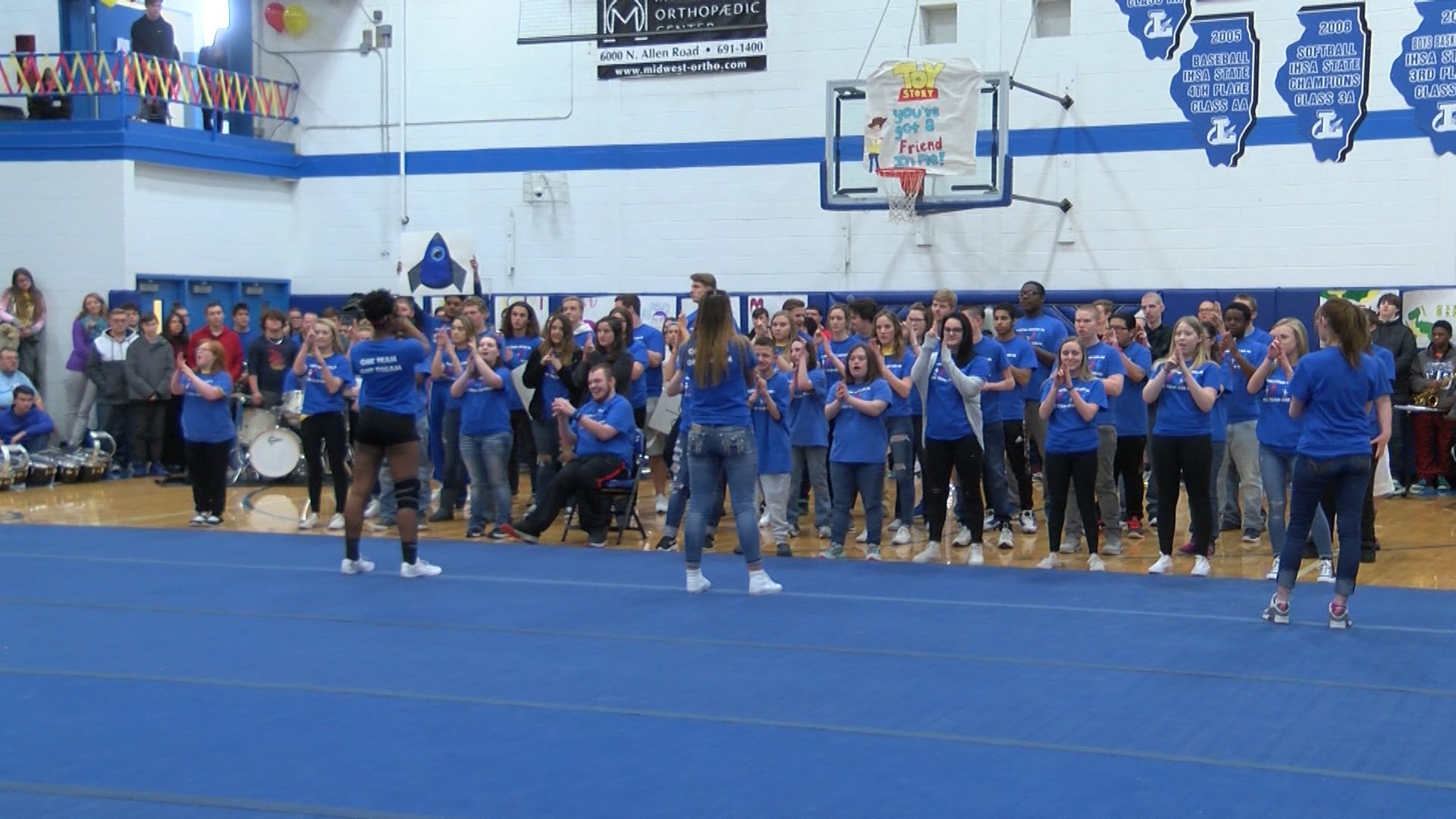 CENTRAL ILLINOIS PROUD: Limestone students kick off