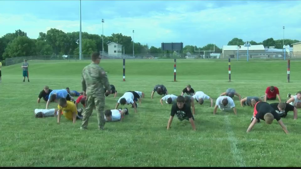 Elmwood_Trojans_Do_Army_Work_Out_0_20180609035121