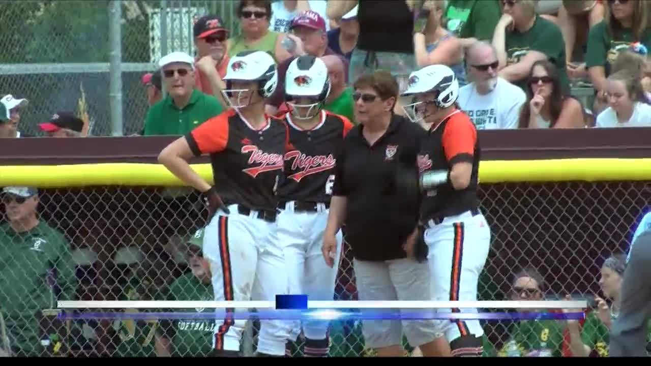 Illini_Bluffs_Advances_to_Softball_Title_7_20190601012513