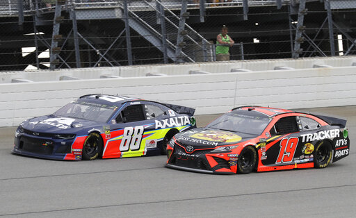 Alex Bowman, Martin Truex Jr.